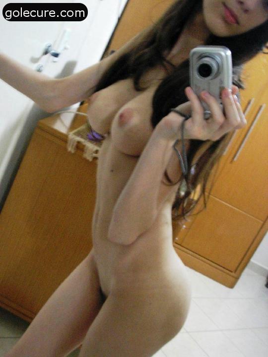 gola zena porno erotska slika