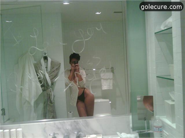 rijana gola pred ogledalom, pornic xxx slika